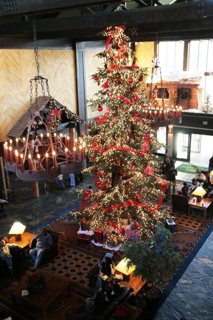 Christmas-Tree-in-Lobby